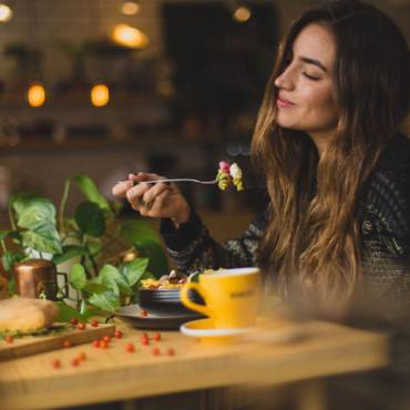 Improve Digestion with these 5 Easy Mealtime Rituals